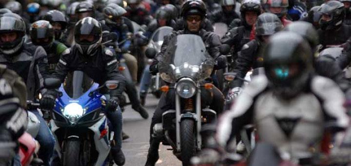 Les motards n'apprécient pas d'être caricaturés.